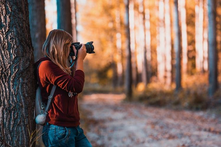 Does Nikon D7100 Have Built-InWi-Fi?