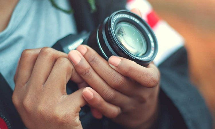 What Is The Difference Between DSLR And Coolpix?